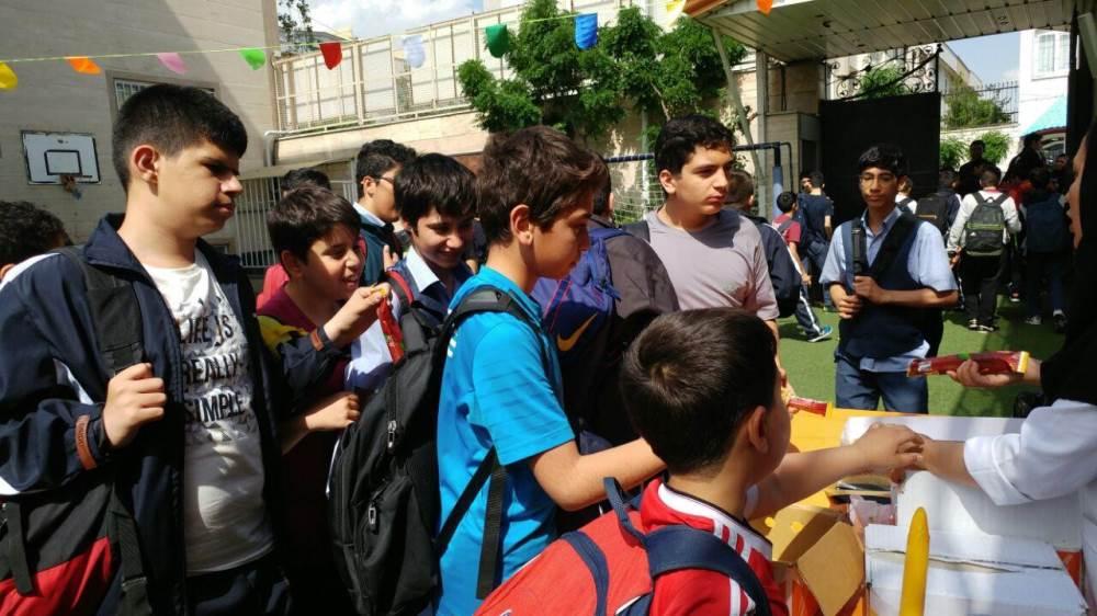 تمام آنچه که باید درباره نحوه حمل کیف مدرسه دانست/وزن کیف مدرسه باید 10 درصد وزن دانش آموز باشد