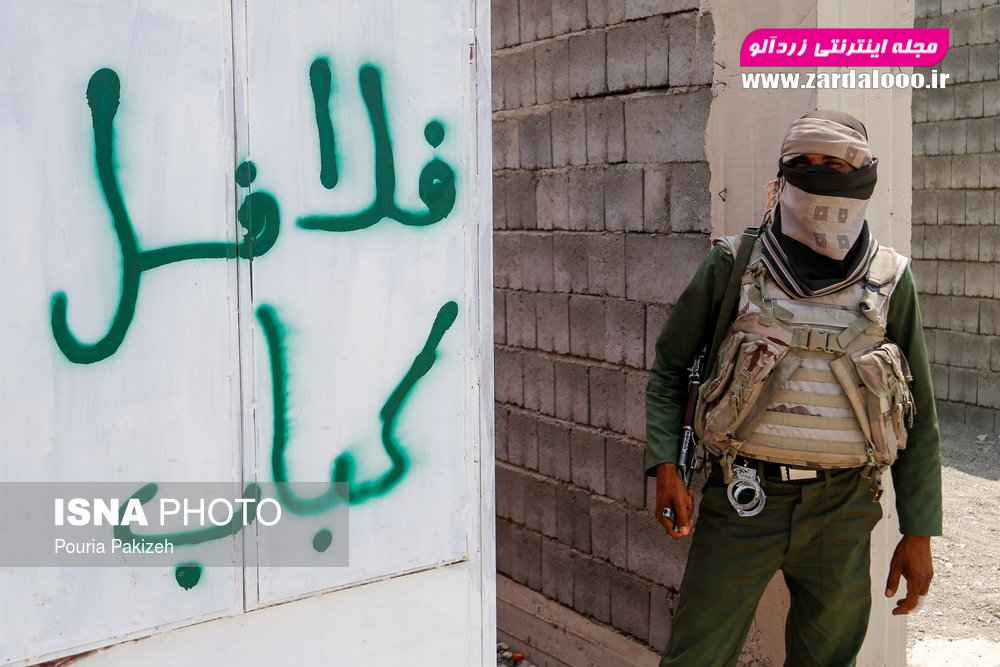 سربازان و نیروهای امنیتی منطقه «قلعه گنج» که با اشرار و قاچاقچیان سروکار دارند و امنیت را برای ساکنین این مناطق محروم فراهم میکنند.
