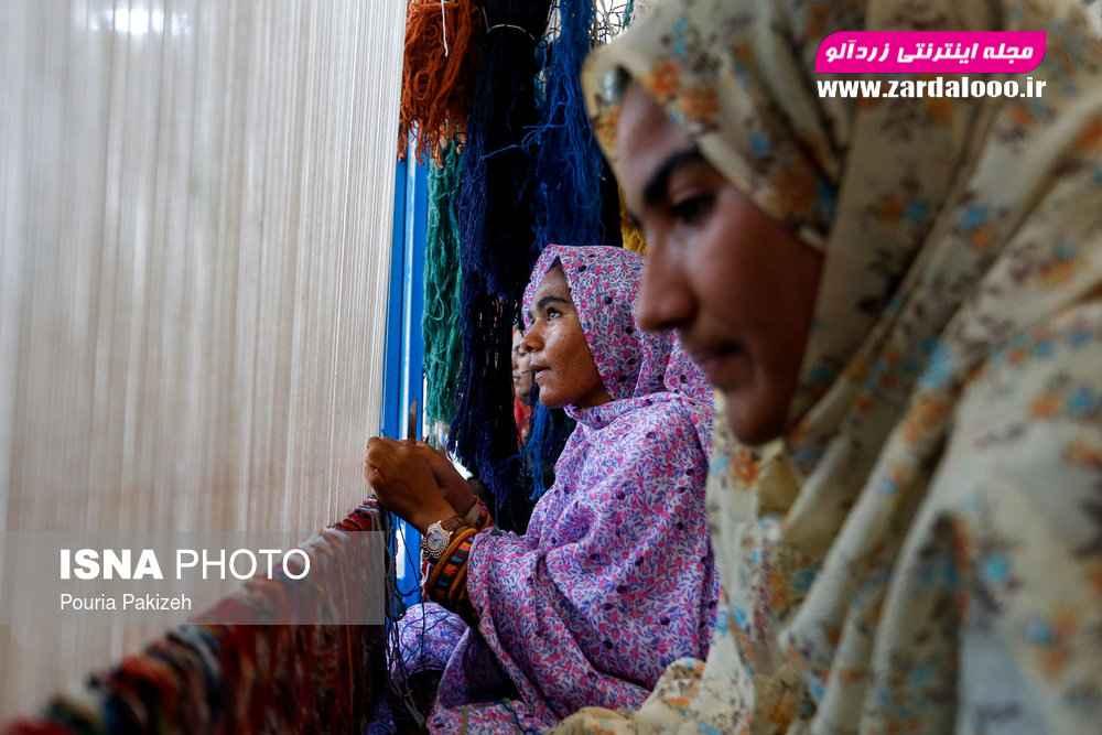 در روستا «اردوگاه» کارگاه بافندگی قالی برای زنان این روستا توسط بنیاد علوی احداث شده تا با همکاری هم به آبادانی روستا کمک کنند.