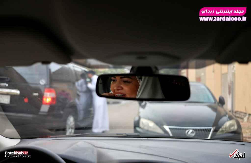 دکتر سمیرا الغامدی روانشناس عربستانی در حال رانندگی در جده