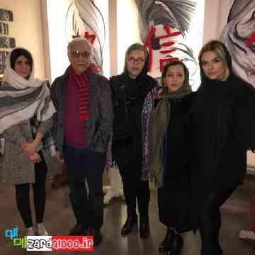 رویا تیموریان و دخترانش در کنار مسعود رایگان
