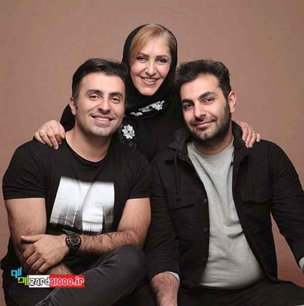 علیرضا طلیسچی در کنار برادر و مادرش