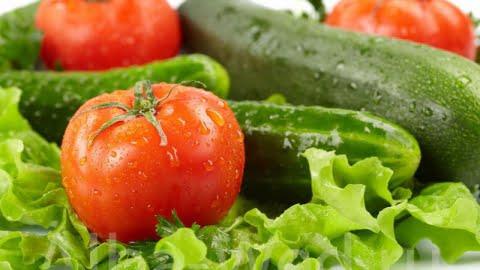 دور ترکیب خیار و گوجه را خط بکشید.