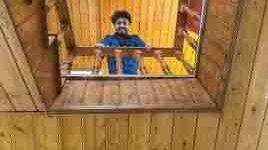 Photo of مهرداد صدیقیان در کلبه حقیرانه اش!